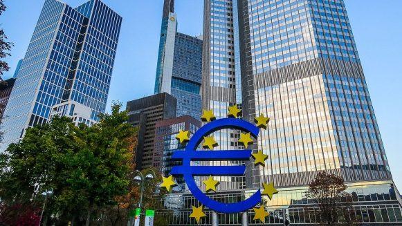 EZB hält an ihrer Geldpolitik fest – Draghi tritt ab